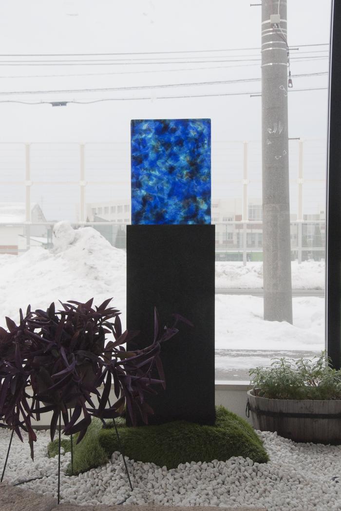 ガラス青の墓.jpg