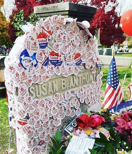 お墓参りはアメリカの大統領選にも