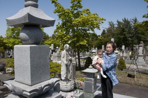 由活ちゃん初めての墓参り.jpgのサムネイル画像のサムネイル画像